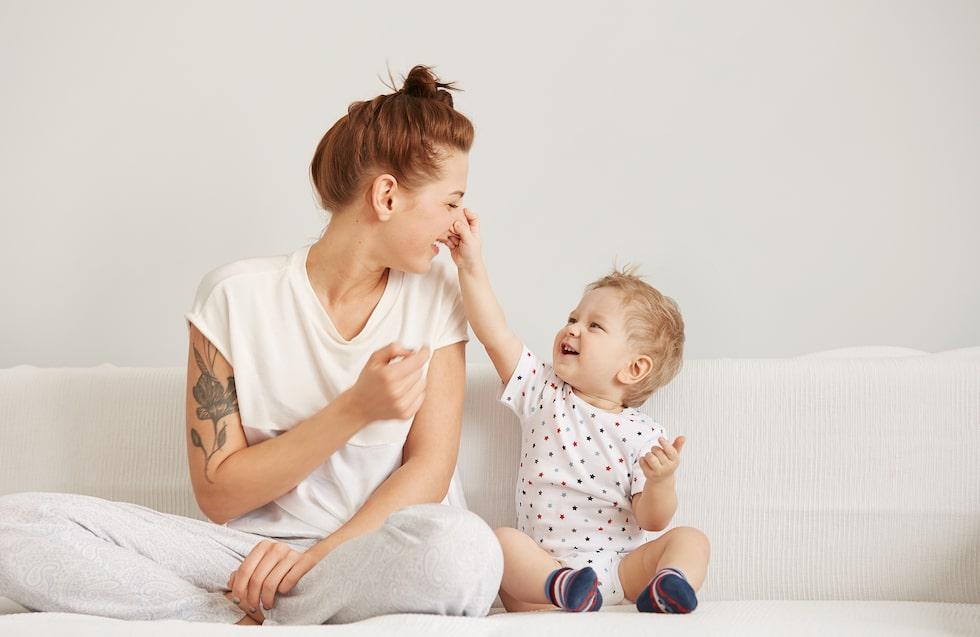 Det är känslorna – de känslor som väcks i samspel med dem som tar hand om barnet – som skapar utveckling, tror man.