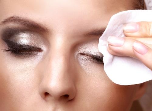 Så använder du ögonmakeup remover – både för känsliga och ickekänsliga ögon.