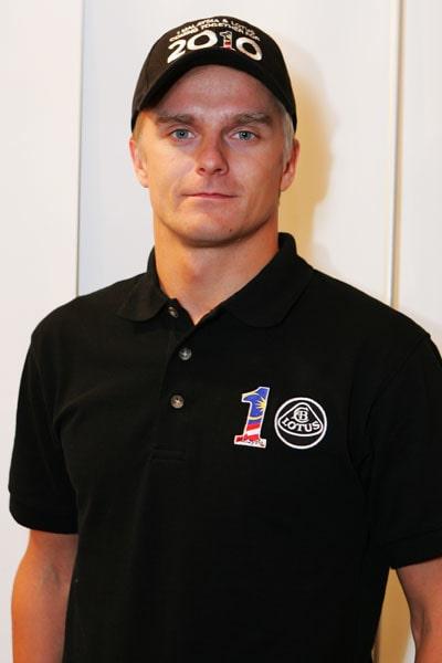 Heikki Kovalainen, senaste arbetsgivaren var McLaren 2008 och 2009. Innan dess körde han två år för Renault, 2006 som testförare.