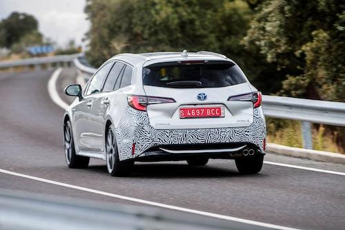 Corolla kommer att säljas som femdörrars halvkombi och som här, kombi med namnet Touring Sports.