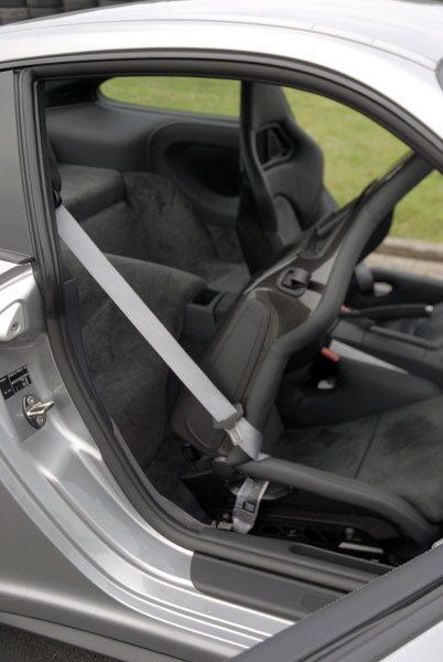 Porsche har lyssnat på kunderna. Nu kan skalstolarna vikas för bättre åtkomst bakåt.