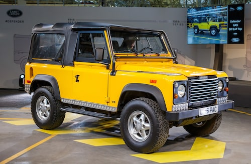 1994 Land Rover Defender Soft Top med 90-tums hjulbas (2 286 mm). Notera att nu används modellnamnet Defender (sedan 1990).