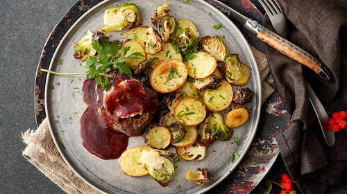Gott recept på oxfilé med tryffelsmör och rödvinssky.