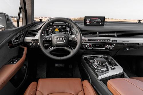 Heldigitala Virtual Cockpit är standard på den svenska marknaden, men instegspriset är högt.