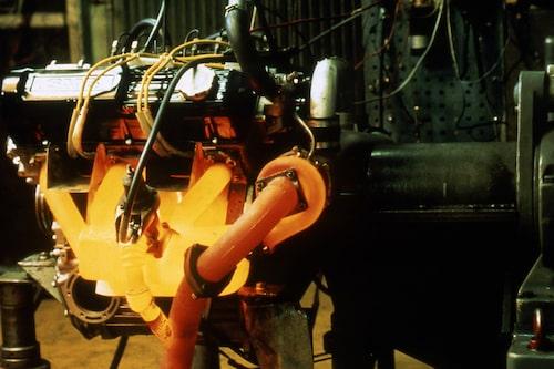 Snacka om en Saab-motor med glöd i! Här en provbänksmotor hos utvecklarna i Saab Turbo-tidernas begynnelse.