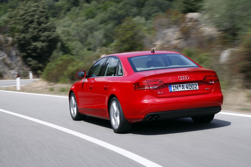 A4-karossen är helt ny. Vecket ovanför tröskeln påminner om BMW 1-serie.