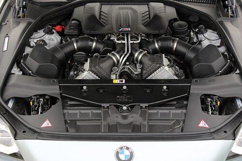Kraftpaketet under huven är trevligare att se på än de flesta andra motorer i moderna bilar.