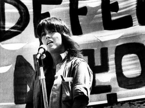 Jane Fonda talar på en anti krigs-demonstration i San Francisco, 1972.