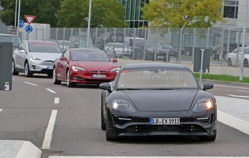 Denna bild avslöjar med tydlighet vilka bilar som Porsche jämför Mission E med.