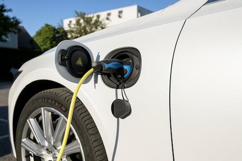 Som alltid med laddhybrider gäller det att mata batteriet med ström. Volvo erbjuder självladdning.