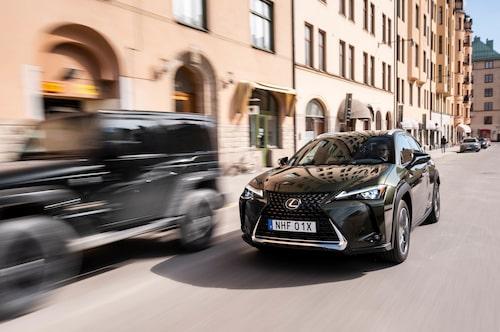 Grillen är som vanligt hos Lexus-modeller stor.