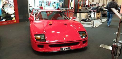Även 1980-talsbilar har sin plats på världens största veteransbilsmässa. Här en Ferrari F40.