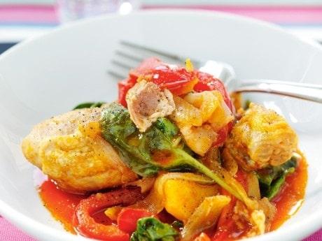 Recept på allt i ett-gryta med  kyckling, bacon och potatis.