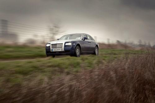 Rolls-Royce Ghost stormar fram. Tillverkningsrekord visar på att omvärlden önskar fler superlyxbilar.