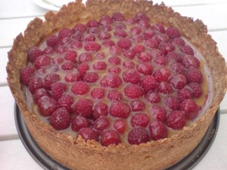Halloncheesecake med kolasås