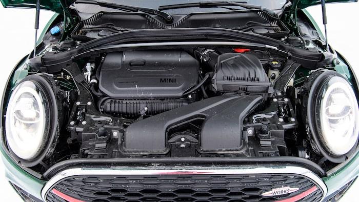 Clubman JCW delar motor (och plattform) med BMW M135i och M235i.