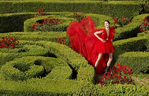 Modellen Kendall Jenner är ett av ansiktena utåt för Giambattista Valli x H&M-kollektionen.