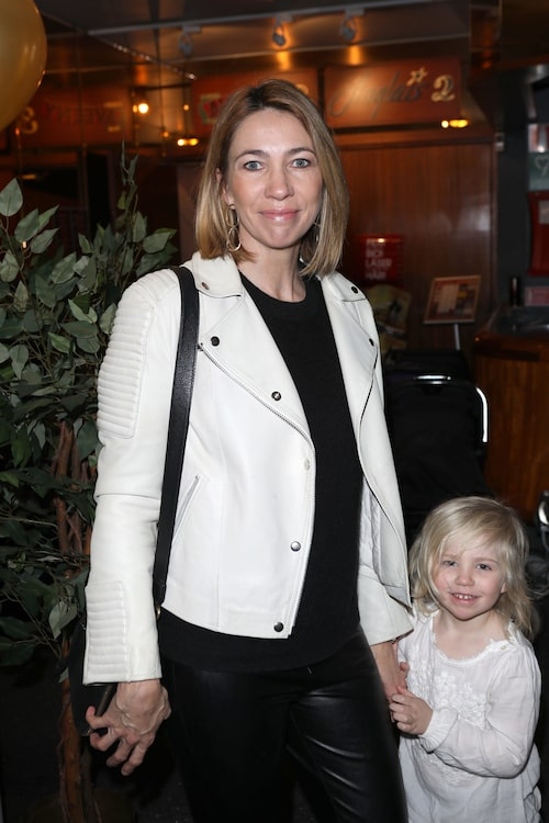 Karin Magnusson med dottern Liv Hagerman på biopremiär 2019.