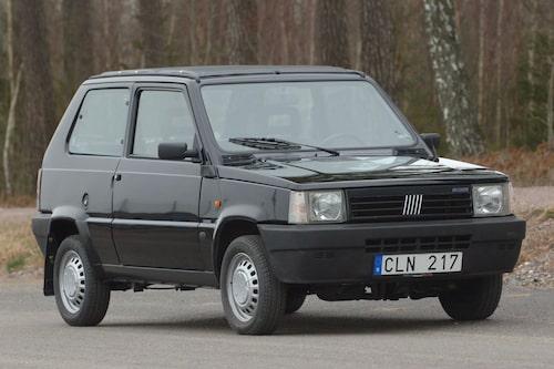 """... och denna Fiat Panda """"Panorama"""" Selecta Fire från 1991 som de senaste tio åren har ägts och körs tusen mil av en Fiat-entusiast."""