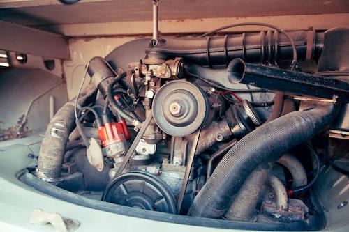 Den luftkylda svansmotorn förstorades till 1584 cm2 med mer effekt men framförallt bättre vridmoment. Råstyrkan behöves i uppförsbackar!