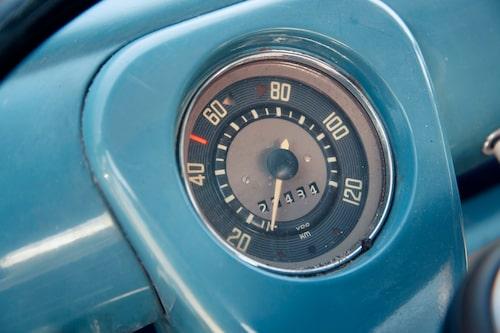 """Med last på flaket är det fullgas som gäller i de flesta lägen. Kör man """"tomt"""" kan det ibland hända att hastighetsmätarnålen kommer över 100 km/h…"""