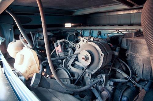 Vätskekyld 2,1-liters boxermotor på 112 hästkrafter ger Porsche-vibbar! Bra med ork och ovanligt stark konstruktion. Ändå relativt bränslesnål.