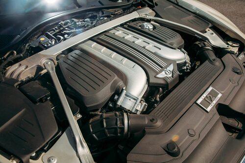 W12-motor med dubbla twinscroll-turbosnurror ser ut så här. Hur den låter är svårt att förklara med ord.