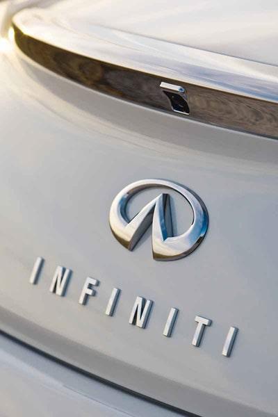 Logotypen ska minna om evighetssymbolen och spetsen ska påminna om en väg mot fjärran.