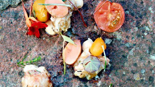 Enrisgrillad hummer med syltad tomat och oxmärg