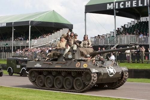 Militärarvet är aldrig långt borta på Goodwood, men frågan är om inte den här paraden med mer än 100 fordon och över 400 personer tog priset. Oavsett, hur ofta ser du stridsvagnar på racerbanor någon annanstans i världen?