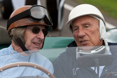 Kompisar från förr. Tony Brocks, den flygande tandläkaren och Sir Stirling Moss tillsammans i Aston Martin DBR1.