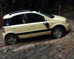 Fiat Panda 4x4 med backspegel på svaj