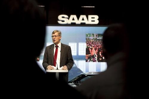 Saabs vd Jan Åke Jonsson talar innan avtäckningen i Genève.