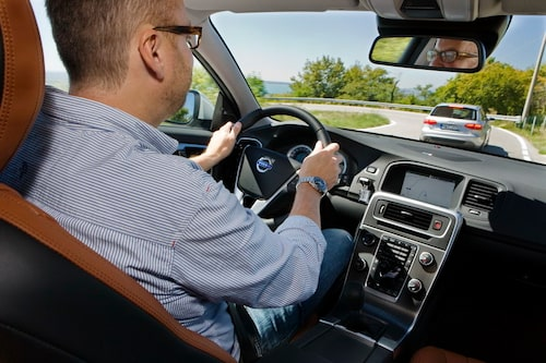 Delikat att köra, snygg att se på, halvdyr i inköp. Det är receptet som Volvo försöker jaga ikapp Audi med.