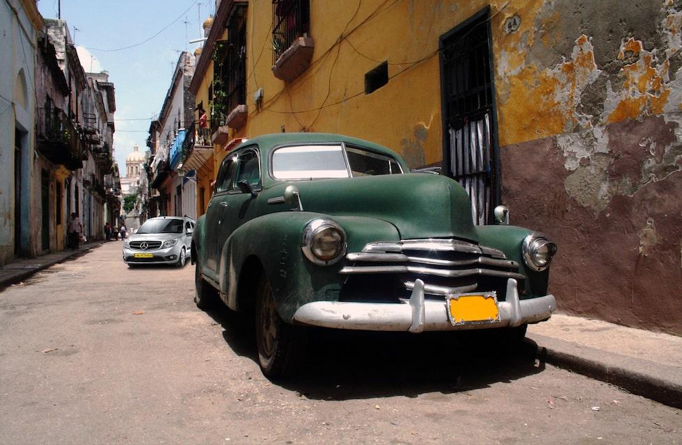 Chevrolet Fleetline och Mercedes Citan på Kuba
