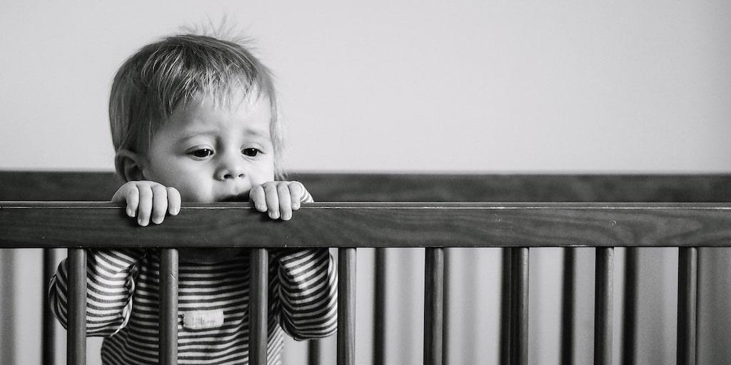 Kritiken mot sömnmetoder handlar sällan om att de inte fungerar. Det gör de ofta, bara man är konsekvent – men till vilket pris, undrar en del.