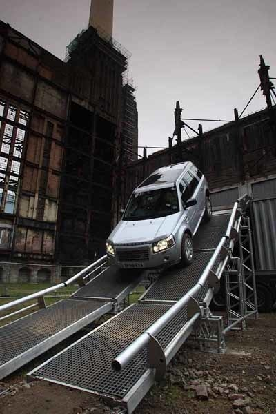 Terrängkörning i centrala London, jo det går i gamla Battersea Power Station.