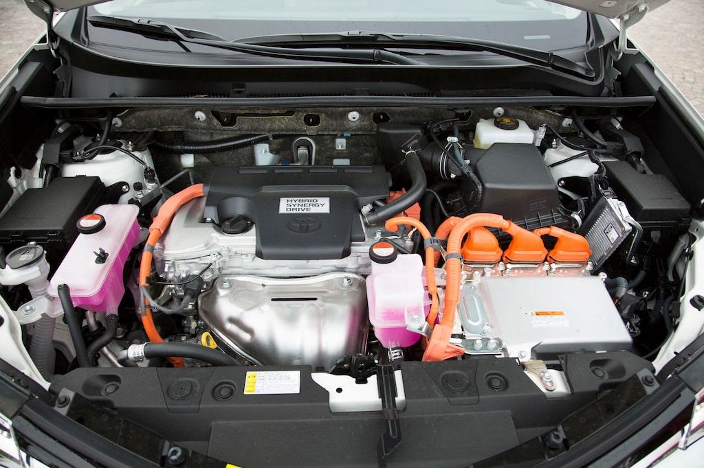 Så här ser det ut under huven på hybridversionen. Hybriderna kallas ofta för HSD, vilket står för Hybrid Synergy Drive.