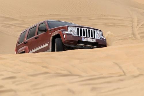 Där många andra, för att inte säga de flesta, bilar sedan länge tvingats ge upp klättrar Jeep Cherokee enkelt vidare.