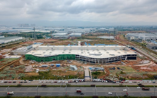 Polestar Production Center, fabriken i kinesiska Chengdu, är ännu inte riktigt färdigställd. Bilden är tagen vid ett tidigare tillfälle, i dag har bygget hunnit längre.