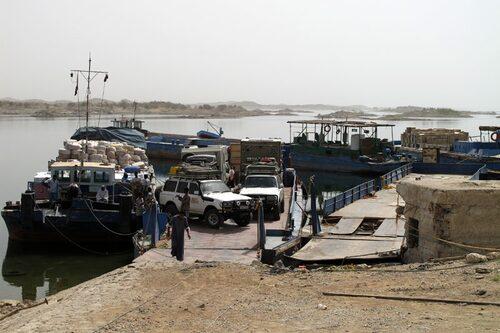 Förhoppningsvis är bilen framme i Sudan när vi anländer med passagerarbåten.