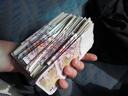 Det krävs mycket pengar för att köpa motorer i Tunisien.