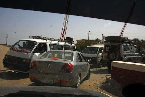 Stora vägen var avstängd på grund av en vält lastbil, så vi fick ta byvägen i stället.