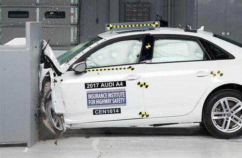Nya Audi A4 klarade sig riktigt bra i IIHS tuffa krocktest.