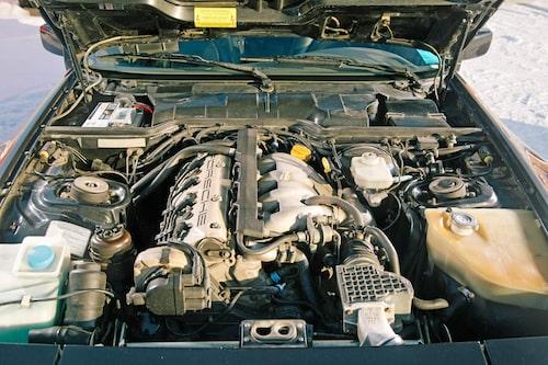 Den tre liter stora dubbelkamsmotorn med fyra ventiler per cylinder har ingen uttalad spets effektmässigt, men desto mer vridmoment.
