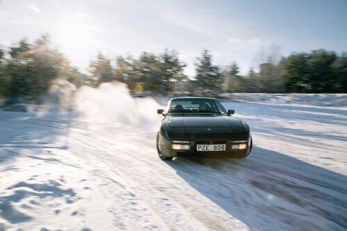 Precis hur man ska göra entré en frusen vinterdag, eller hur?