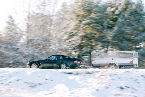 Klart att Porschen skulle ha dragkrok, vilken vettig vardagsbil har inte krok? Smidigt ekipage med den lilla kärran!