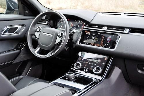 Velar har en lägre körställning än traditionellt hos Range Rover. Kvalitetskänslan varierar.
