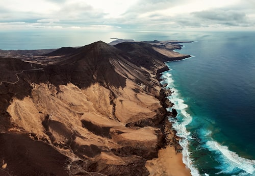 Dramatiskt vulkanlandskap på Fuerteventura.