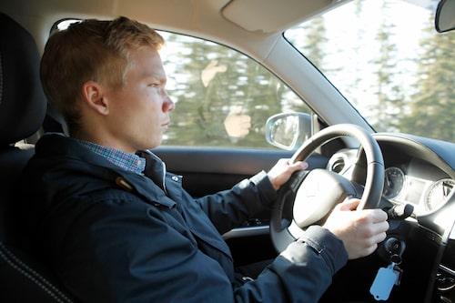 Vår nye reporter Oskar Krüger är inte så bekymrad över bilen som han kanske ser ut.